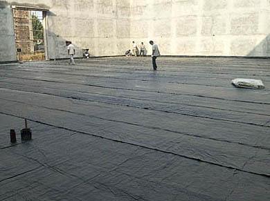 Workers installing Bentoseal liner to waterproof a grain storage, Voltex, Bentofix, Elcoseal