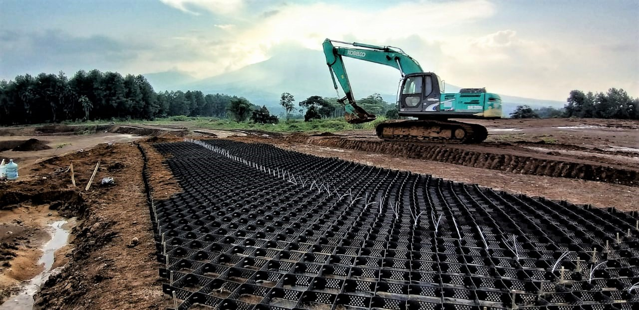 Geocell road construction, ground stabilisation