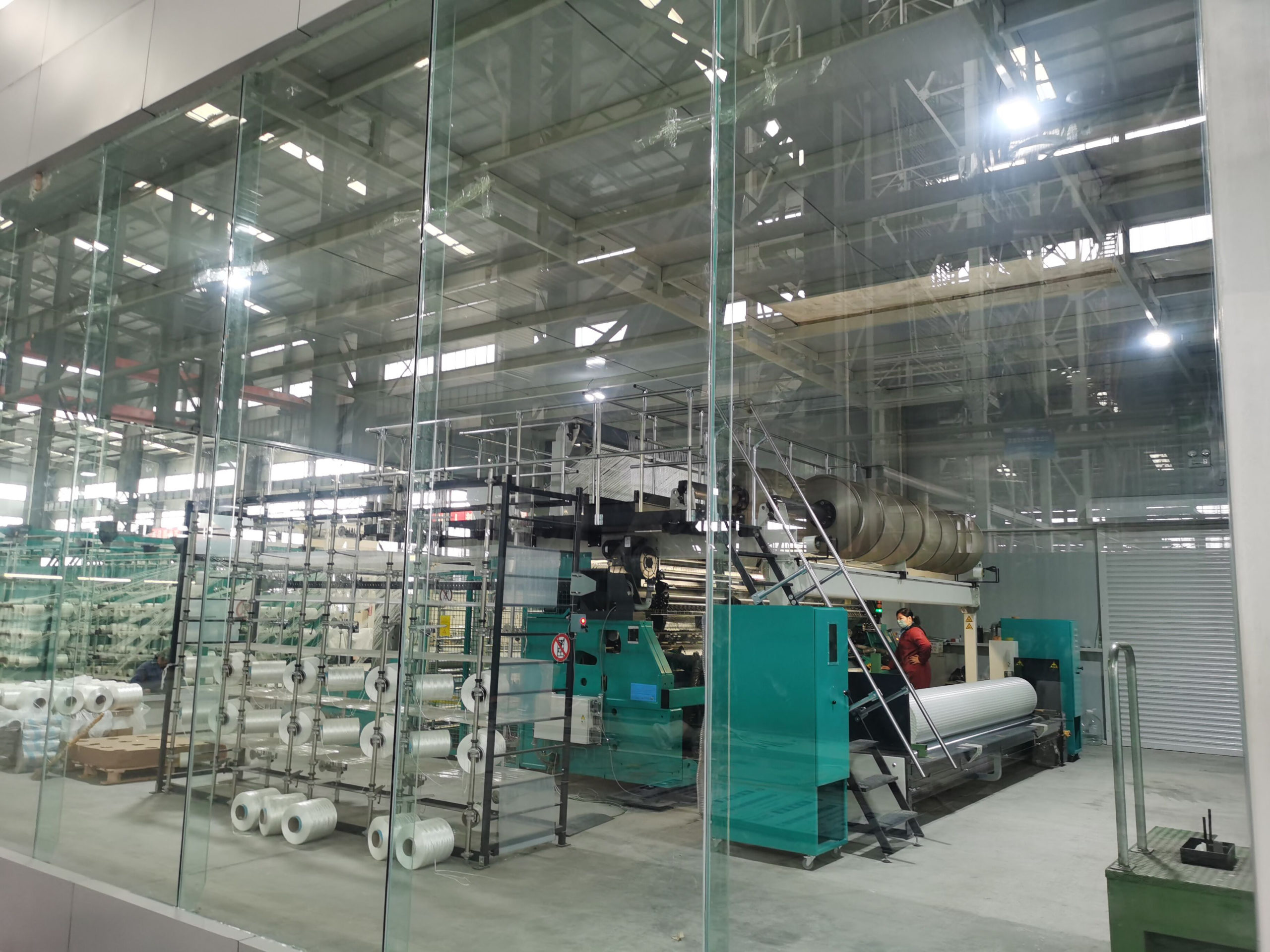 Geogrid weaving loom